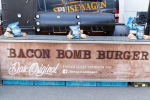 Messestand von Bacon Bomb Burger - Gamescom 2017, Köln