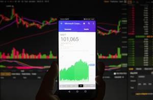 Microsofts Börsenwert auf dem Bildschirm eines Smartphones