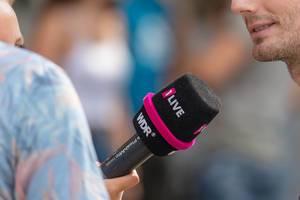 Mikrofon von 1live während eines Interviews