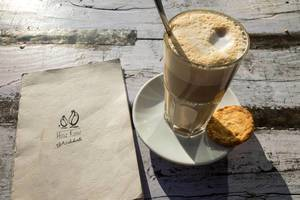 Milchkaffee im Café Hinz und Kunz in Köln
