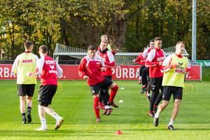 Milos Jojic und andere Spieler beim Training am 13.11.2017