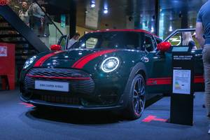 MINI Car Clubman John Cooper Works in Rebel Green with red roof and stripes