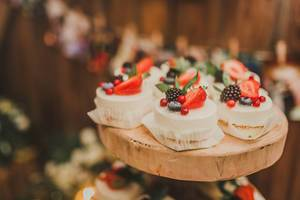Mini Cheese Cakes With Berries