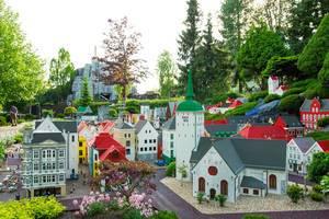 Miniatur-Dorf gefertigt aus LEGO-Bausteinen