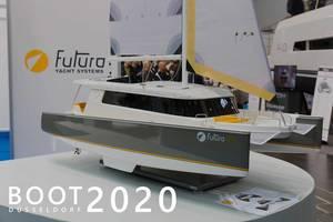 """Miniatur-Nachbau der Futura 49 Yacht, wird auf der Bootsmesse ausgestellt, neben dem Bildtitel """"Boot Düsseldorf 2020"""""""