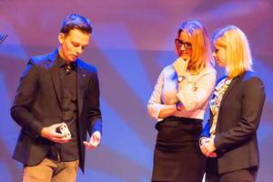 Misdirex Magic aka Jochem Borgman doing a magic trick - TEDxVenlo 2017