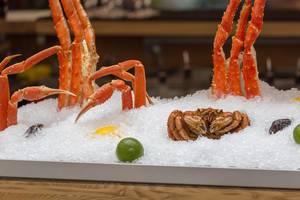 Mit Eis gekühlte Krabben in einem Restaurant