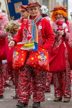 Mitglieder der Große Karnevalsgesellschaft Frohsinn Köln 1919 beim Rosenmontagszug - Kölner Karneval 2018
