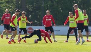 Mittelfeldspieler Matthias Lehmann und seine Mannschaftskollegen beim ersten gemeinsamen Fußballtraining von Trainer André Pawlak