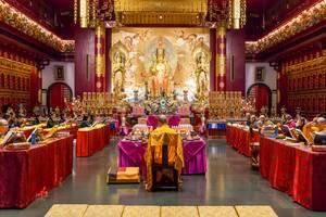 Mönche im Budda-Tempel Singapur