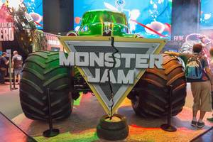 Monstertruck am Messestand von Monster Jam