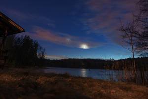 Moon over the lake in Finland / Mond über dem See in Finnland