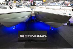 Motorboote am Messestand von Stingray, boot Düsseldorf 2017