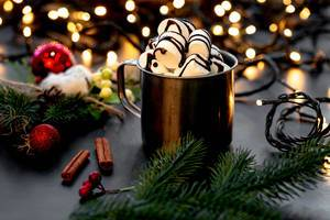 Mug with hot chocolate and marshmallows on a Christmas background with bokeh (Flip 2019)
