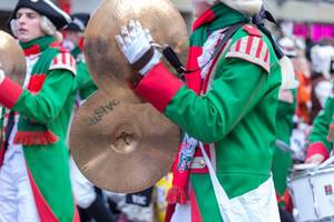 Musikkorps der Altstädter Köln 1922 beim Rosenmontagszug - Kölner Karneval 2018