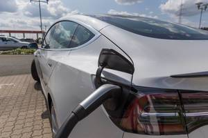 Nachhaltige E-Mobilität: Tesla Model 3 aufladen mit einem Typ 2-Stecker