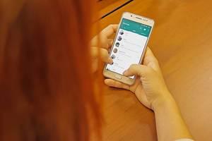 Nachrichtenchats mit Freunden und Familie, immer und überall vom Handy aus