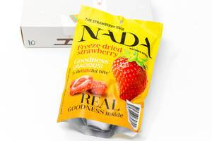 Nada - freeze-dried strawberries from the tenth door of the the vegan Foodist Active advents calendar