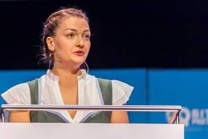 Nahaufnahme der CSU-Politikerin und bayrischen Staatsministern Judith Gerlach bei ihrer Rede auf der Gründermesse Bits19