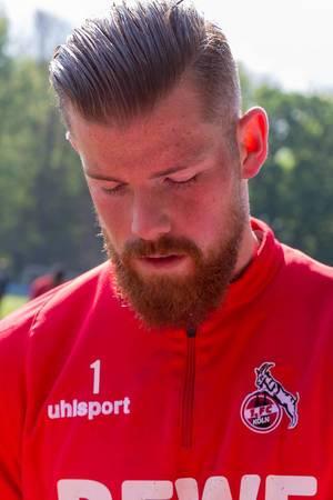 Nahaufnahme des Torwarts Timo Horn vom 1. FC Köln während des ersten Mannschaftstrainings mit André Pawlak