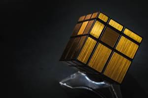 Nahaufnahme eines goldenen Würfelrätsel in der Rubiks Cube Zauberwürfel-Form