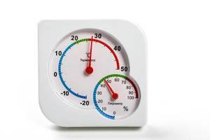 Nahaufnahme Hygrometer und Thermometer als ein Gerät auf weißem Hintergrund