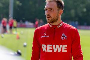 Nahaufnahme vom 1. FC Köln Abwehrspieler Rafael Czichos beim gemeinsamen Training mit dem neuen Trainer André Pawlak