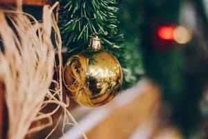 Nahaufnahme vom Neujahrs- und Weihnachtsschmuck