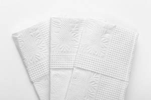 Nahaufnahme von drei weißen Taschentüchern