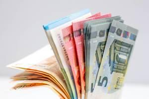 Nahaufnahme von Euro-Geldscheinen