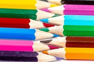Nahaufnahme von Farbstifte - ineinander gelegt, Spitze an Spitze