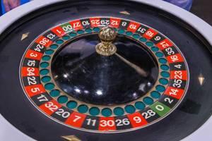 Nahaufnahme von Roulettescheibe wie für Glücksspiel in Casinos verwendet