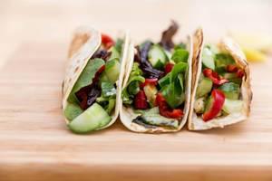 Nahaufnahme von würzig-feurigen Halloumi-Tacos von Hellofresh