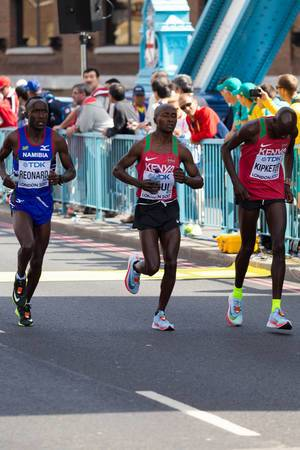 Namupala Rronard, Geoffrey Kipkorir Kirui und Gideon Kipkemoi Kipketer (Marathon Finale) bei den  IAAF Leichtathletik-Weltmeisterschaften 2017 in London