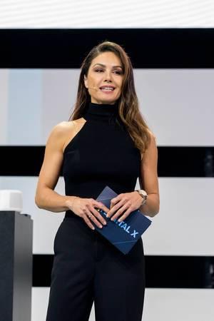 Nazan Eckes auf der Bühne der Digital X moderierend