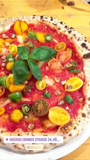 Neapolitanian vegan pizza pure tomato at pizzeria 485 Grad in Cologne