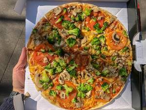 "New vegan Pizza ""Kap Verde"" from Dominos, with broccoli, tomatoes, fresh mushrooms, vegan processed cheese"