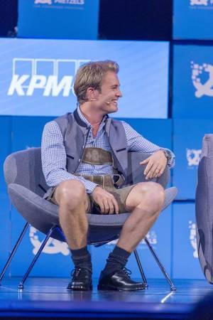 Nico Rosberg lacht mit seinen Co-Gästen
