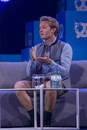 Nico Rosberg macht Handzeichen
