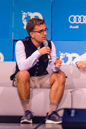 Nicolas Brusson, CEO und Co-Founder von BlaBlaCar, wird interviewt auf der Bits&Pretzels