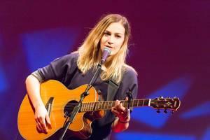 Niederländische Sängerin Marit Trienekens bei der TEDxVenlo 2017