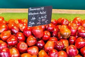 Nikolaus Äpfel im Supermarkt