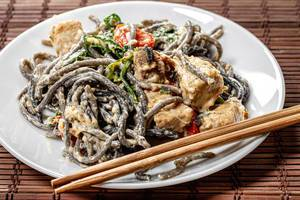 Noodles with cuttlefish ink in creamy sauce with tuna (Flip 2019)