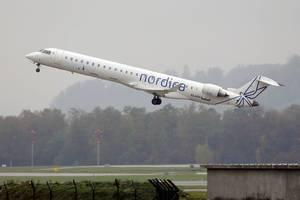 Nordica Bombardier Flugzeug startet vom Flughafen Zürich