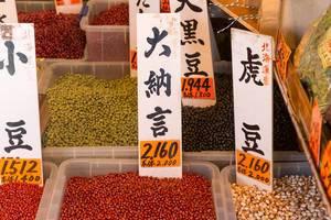 Nüsse und Hülsenfrüchte auf dem Tsukiji Fischmarkt
