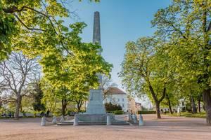 Obelisk im Petrov hill Park in Brünn, Tschechien
