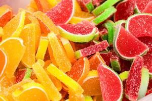 Obersicht von süsssauren Gummi Melonen und Gummi Orangen