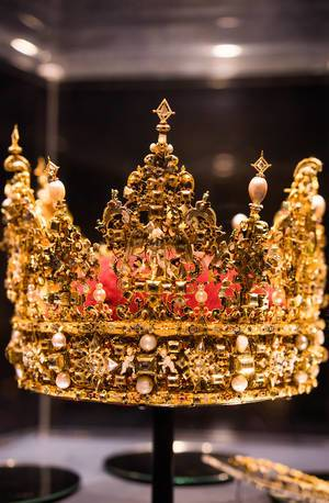 Old crown used by the Danish royal family in years past (Flip 2019)