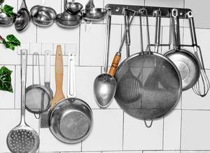 Old kitchen utensils hanging on the wall (Flip 2020)