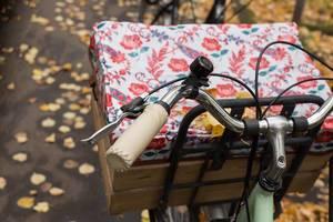 Oldschool Fahrrad mit Holzkorb